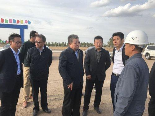 張總陪同費市長、王市長等在華為二期現場指導工作,并對施工進度進行了督促20170930 (2).jpg