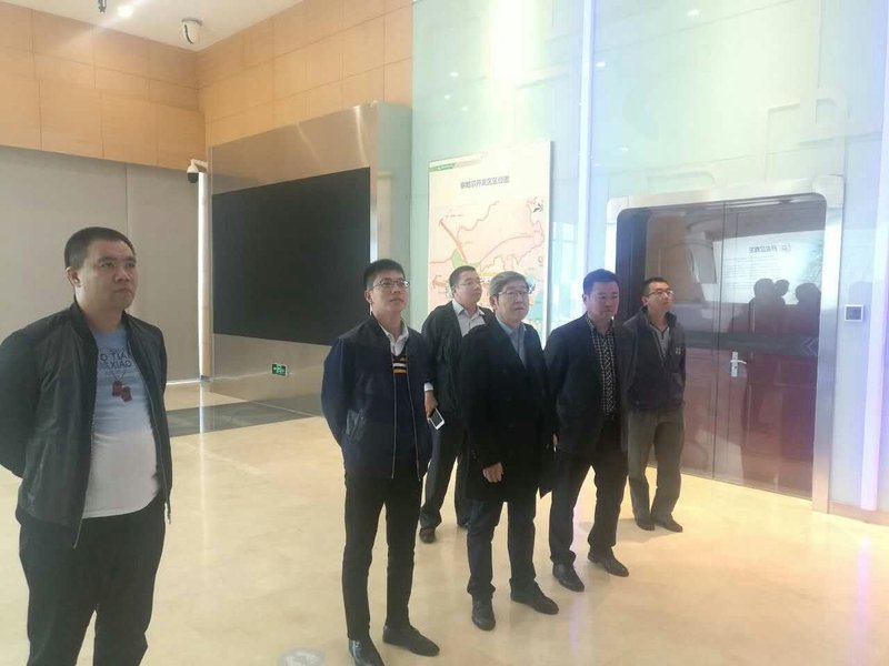 (8)20170927張總、王主任陪同深圳達實智能公司劉磅董事長參觀華為一期 .jpg